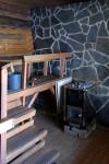 Savusaunan vieressä on tavallinen sauna.