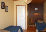 Merikarhussa on viihtyisiä kahden vuoteen huoneita kaikkiaan viisi.