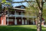 Merikarhu on merihenkinen luhtitalo, jossa tarjoamme majoitusta kahden hengen huoneissa.