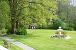 Kesäiset juhlat laajenevat helposti puutarhan puolelle.