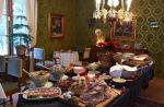 Inkalan Kartanon jouluateriat tarjotaan noutopöydästä. Perinteisten makujen lisäksi tarjolla on uudempia herkkuja. Kuva: Tia Yliskylä
